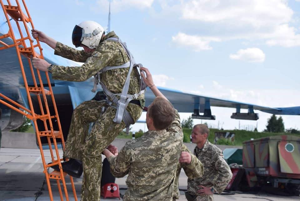 Курсанты выполнили первые самостоятельные вылеты на Су-27