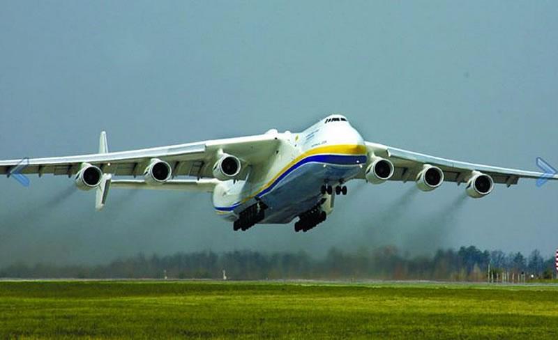 Самолет Ан-225 построенный 30 лет тому назад и сегодня является мировым рекордсменом по грузоподъемности (250 тонн) и транспортировке негабаритных грузов (см. Самолет Ан-225 «МРІЯ» - несбывшаяся мечта»)