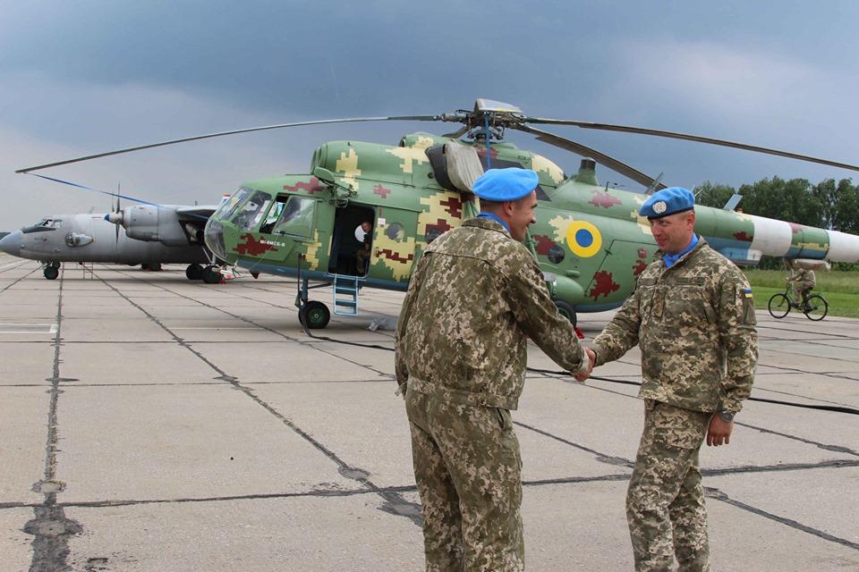 Авиаторы БрТА поздравили собратьев из бригады миротворцев ООН