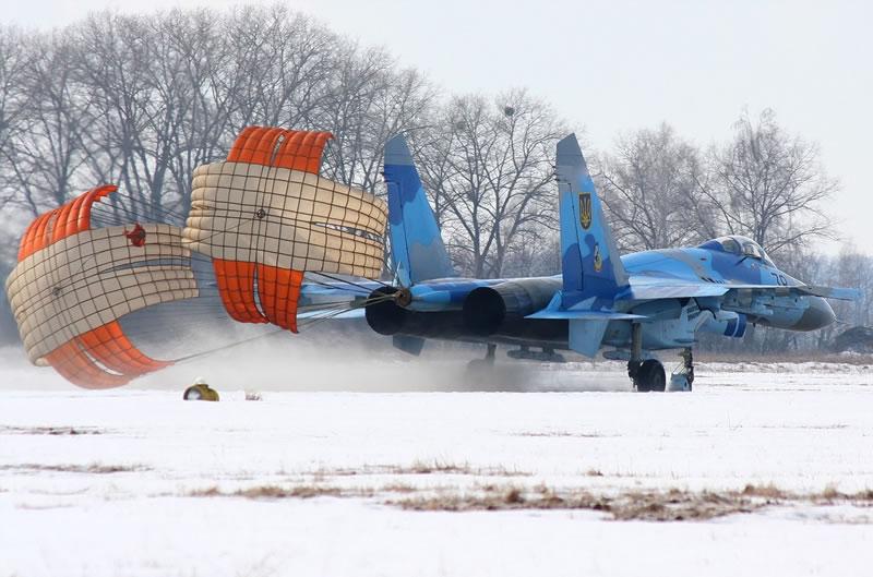 Украинское предприятие  наладило производство тормозных парашютов для фронтовой авиации