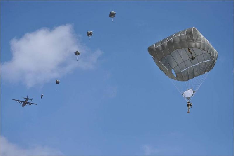 Министерство обороны разрешило использование американских парашютов