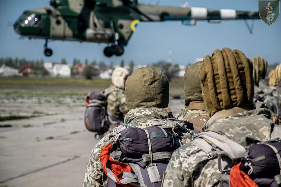 В 73 Морском центре СпН проходит интенсивная парашютно-десантная подготовка