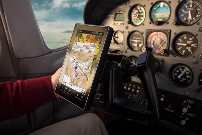 Garmin Aera 760 вместо тысячи приборов и шкал. Как навигатор может решить любые задачи в полете всего за один клик