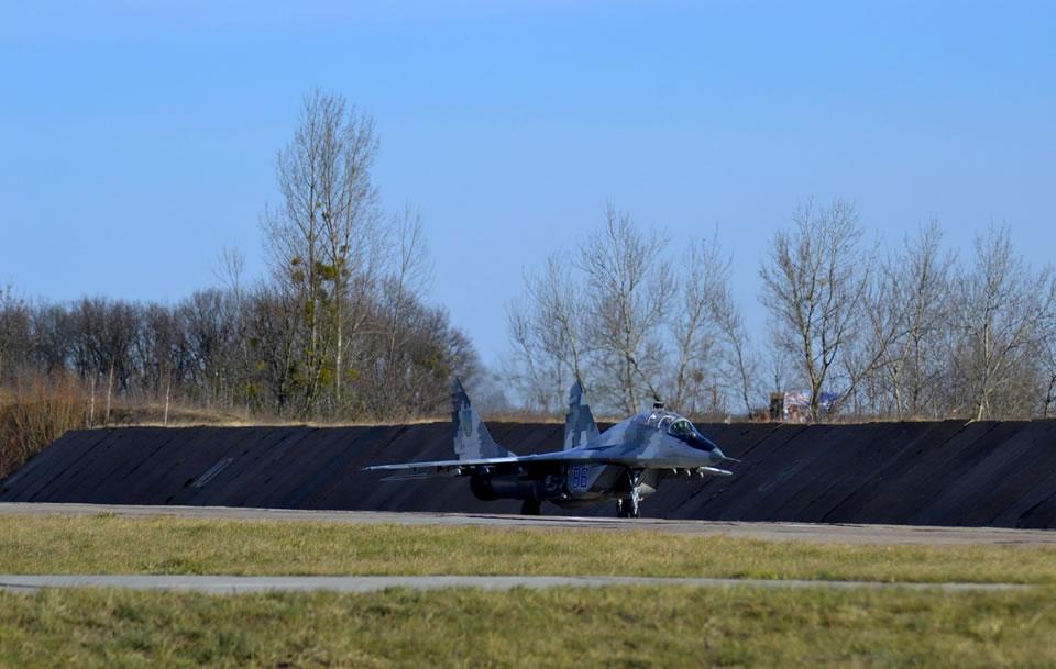Продолжается оборудование аэродрома в Луцке