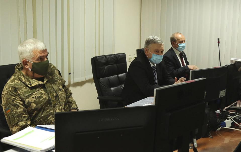 Министр обороны обсудил закупки техники для Воздушных Сил