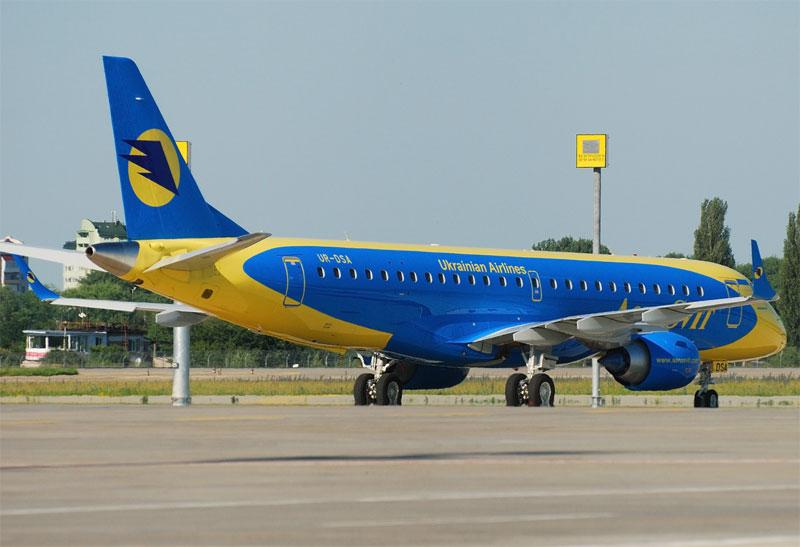 """2 новых самолета Embraer 190 прибыли в Киев и готовятся к эксплуатации на маршрутах компании """"АэроСвит"""""""