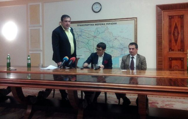 Саакашвили устроил перепалку с главой Госавиаслужбы из-за авиареформы