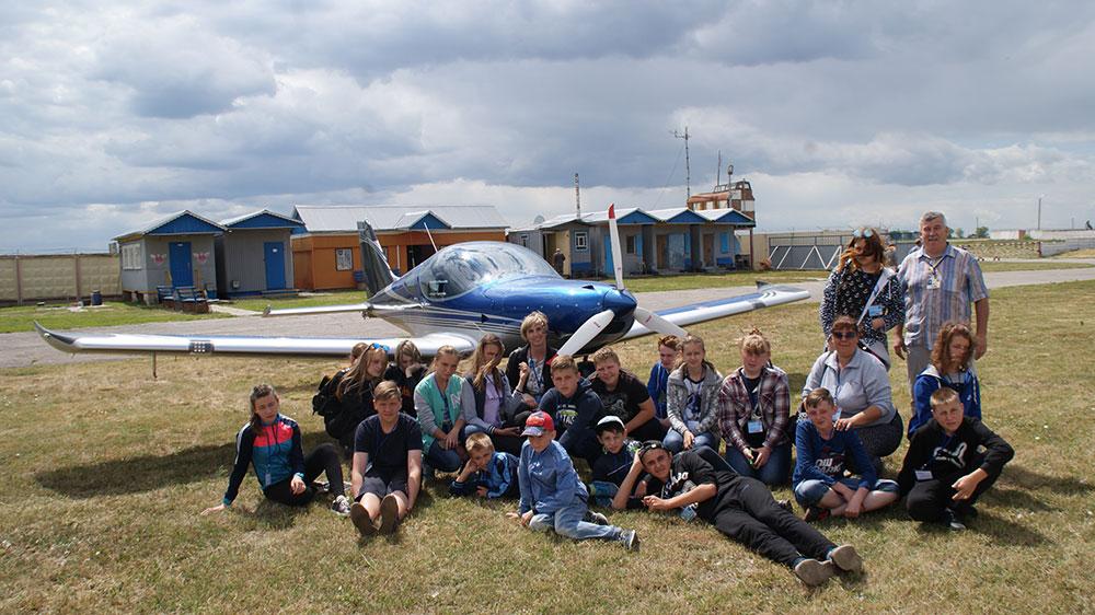 Школьники прифронтовых городов Луганщины в восторге от экскурсии на аэродром в Белой Церкви