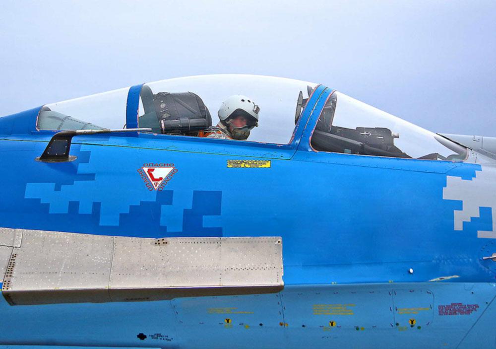 Курсанты-выпускники ХНУВС осуществили первые самостоятельные полеты на самолетах Су-27