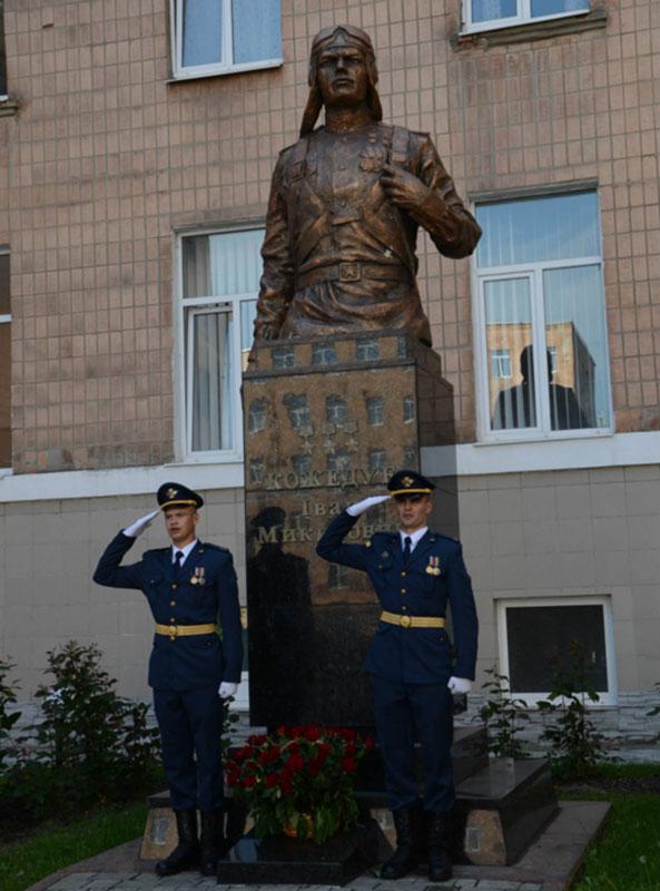 Будущие военные летчики отметили день рождения Ивана Кожедуба