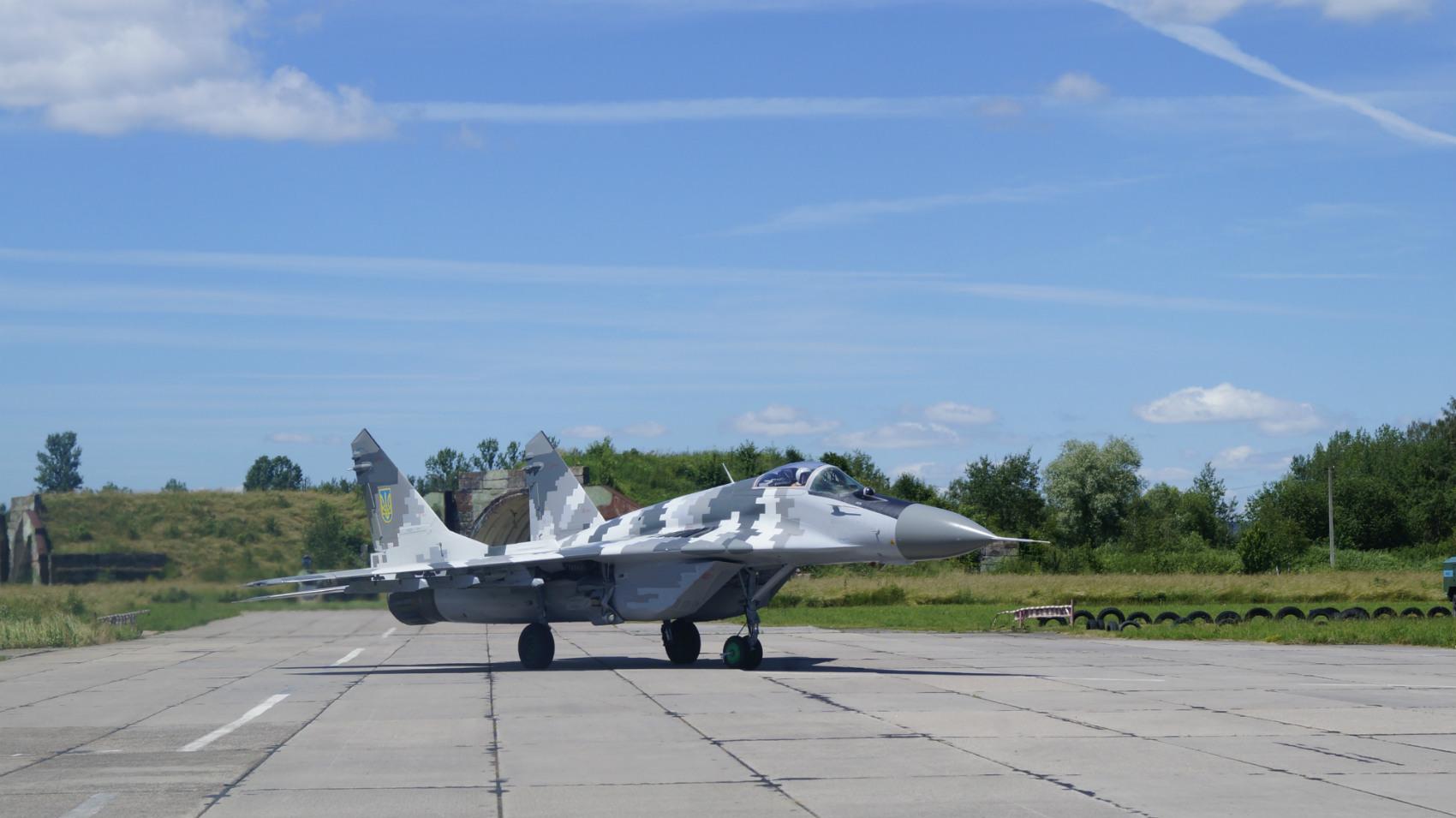 Выпускники ХНУВС выполнили первые самостоятельные полеты на МиГ-29