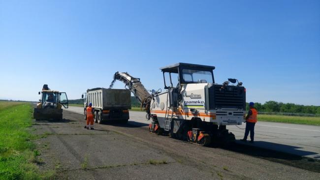 В аэропорту Ужгород начали модернизацию взлетно-посадочной полосы
