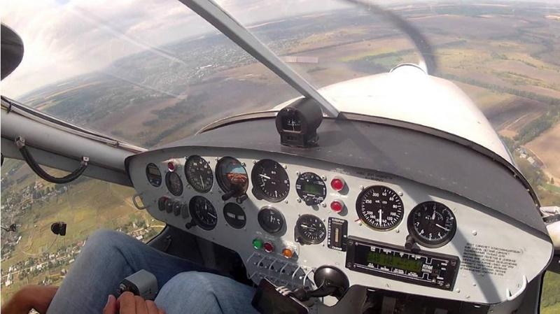 Харьковские курсанты впервые поднялись в небо на ХАЗ-30
