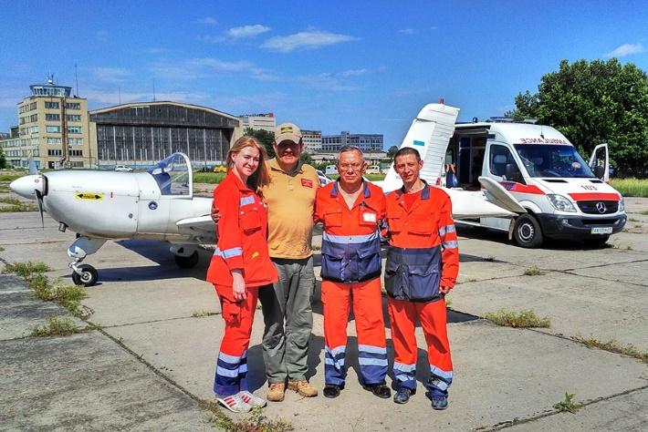 Самолет волонтерской санавиации помог спасти ребенка, которого укусила змея