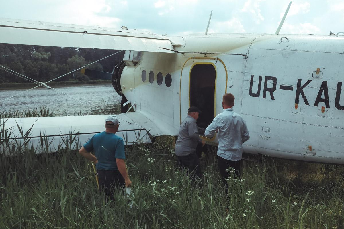 Упавший в воду Ан-2 проплавал в реке почти неделю