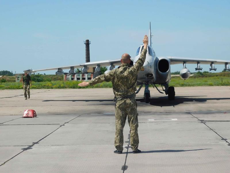 Курсанты осваивают Су-25