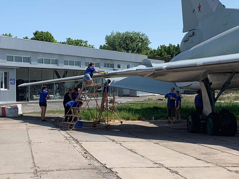 Волонтеры помыли Ту-22М в Музее авиации