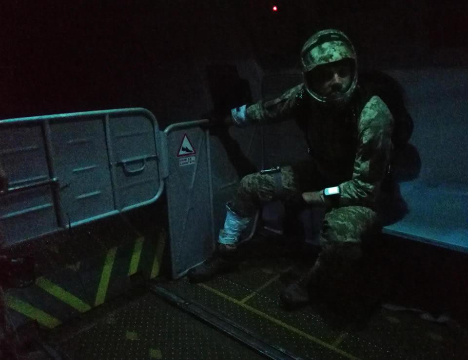Спасатели морской авиации выполнили сложнейшие прыжки