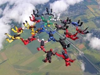 Бесплатное шоу парашютистов покажут под Днепром