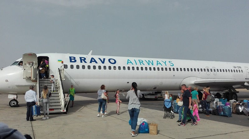 В Тунисе остаются еще 850 украинцев, готовится 4 рейса