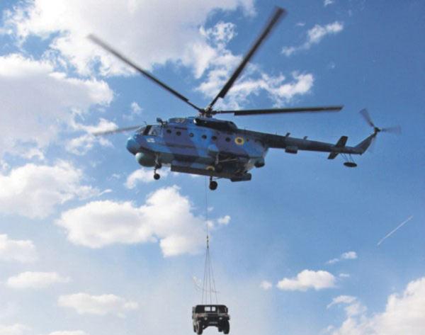 Флотские авиаторы впервые осуществили передислокацию бронемашин в воздухе