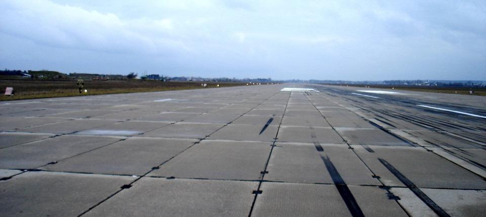 Еще два военных аэродрома оборудуют современными светосигнальными системами