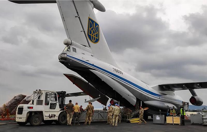 Миротворцы 18 отдельного вертолетного отряда пополнили запасы необходимого имущества