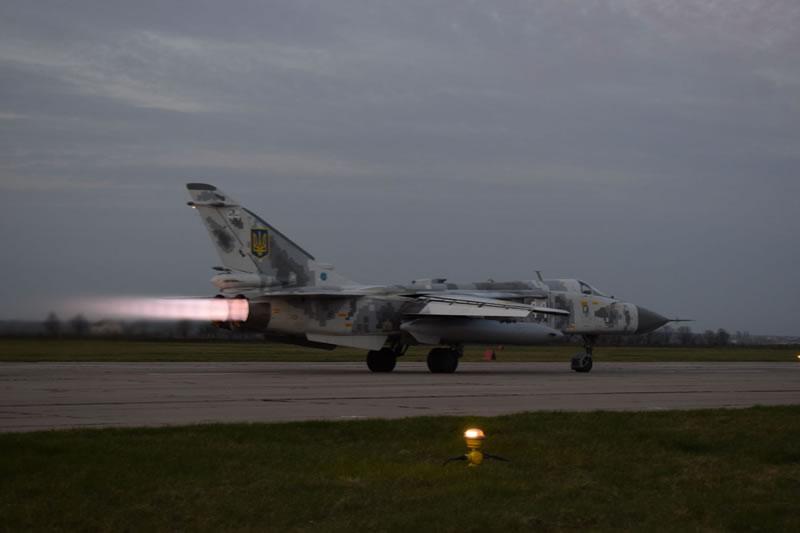 Экипажи Су-24 выполнили три летных смены за неделю