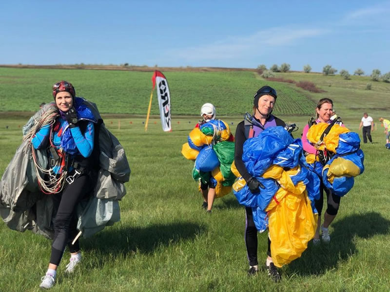 Команда Воздушных Сил по парашютным видам спорта получила титул чемпиона Украины по классическому парашютизму среди женщин