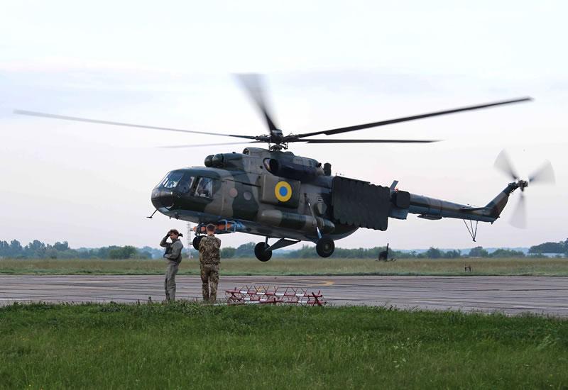 Курсанты-вертолетчики получили допуск к выполнению полетов на предельно малых высотах