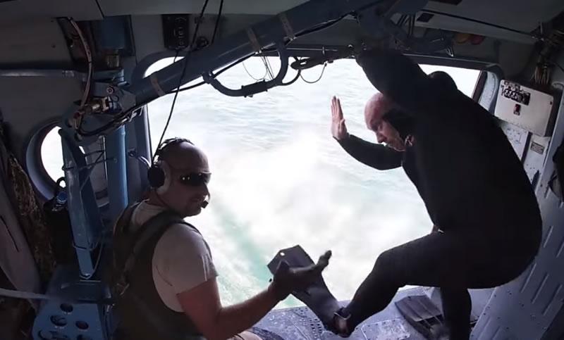 Военные выполнили беспарашютные прыжки