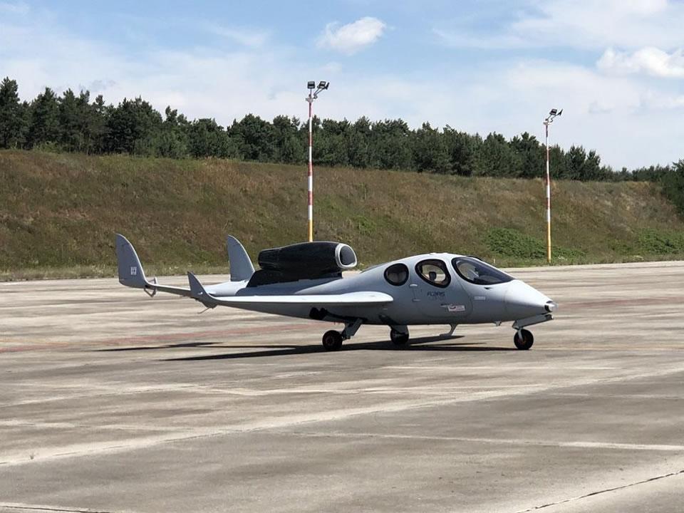Flaris LAR 1,  арендовать который можно через компанию Novans Jets
