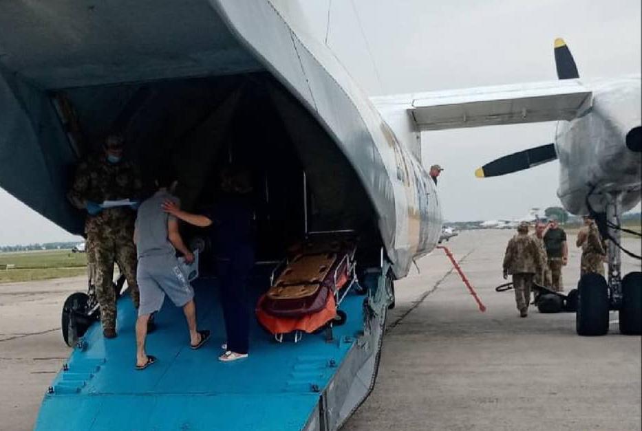 На Ан-26 «Вита» в киевский госпиталь эвакуировали 11 бойцов