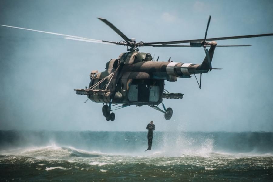 Водолазы Нацгвардии десантировались с вертолетов