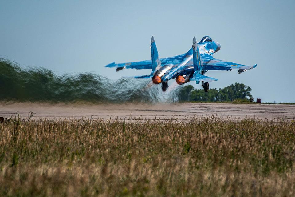 Эскадрилия Су-27 провела летно-тактические учения по практическому применению авиационных средств поражения