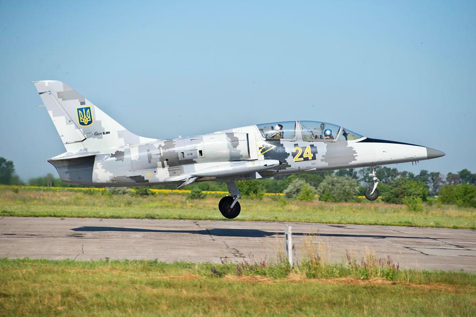 Третьекурсники ХНУВС начали полеты на Л-39