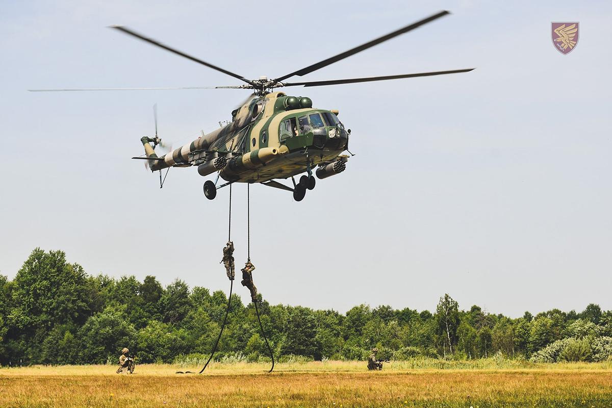 В ДШВ отработали десантирование с вертолета