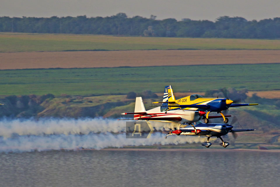 Сборная Украины по аэробатике продемонстрировала групповой пилотаж