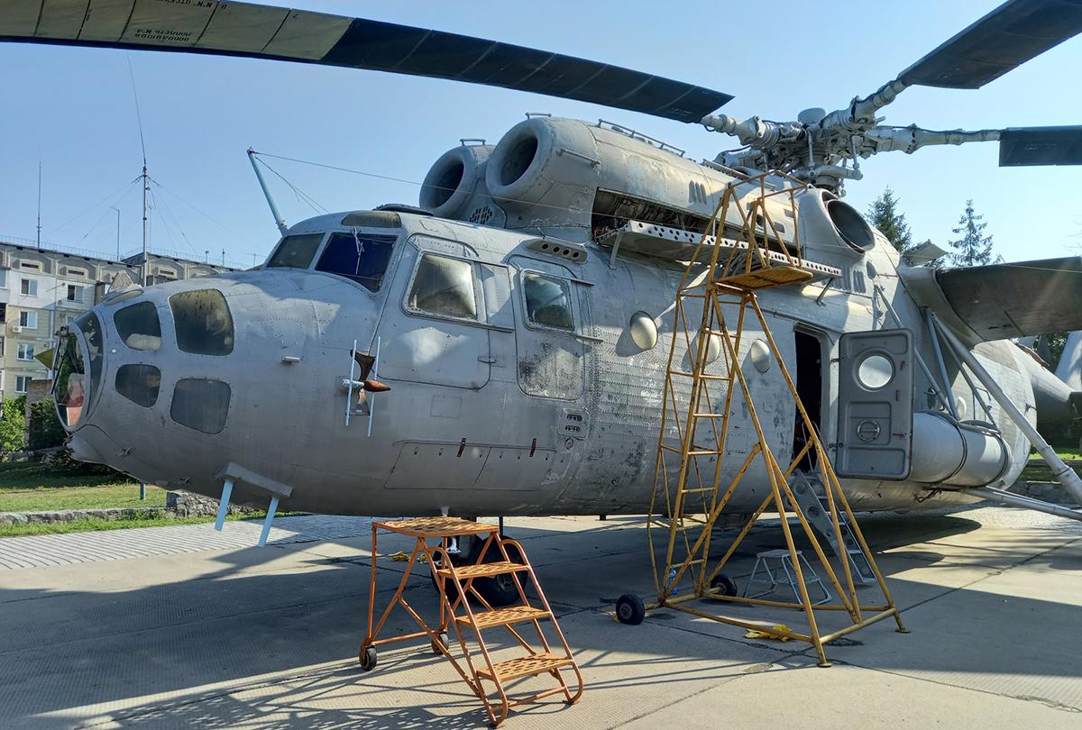 В воинской части НГУ отремонтируют вертолет-экспонат