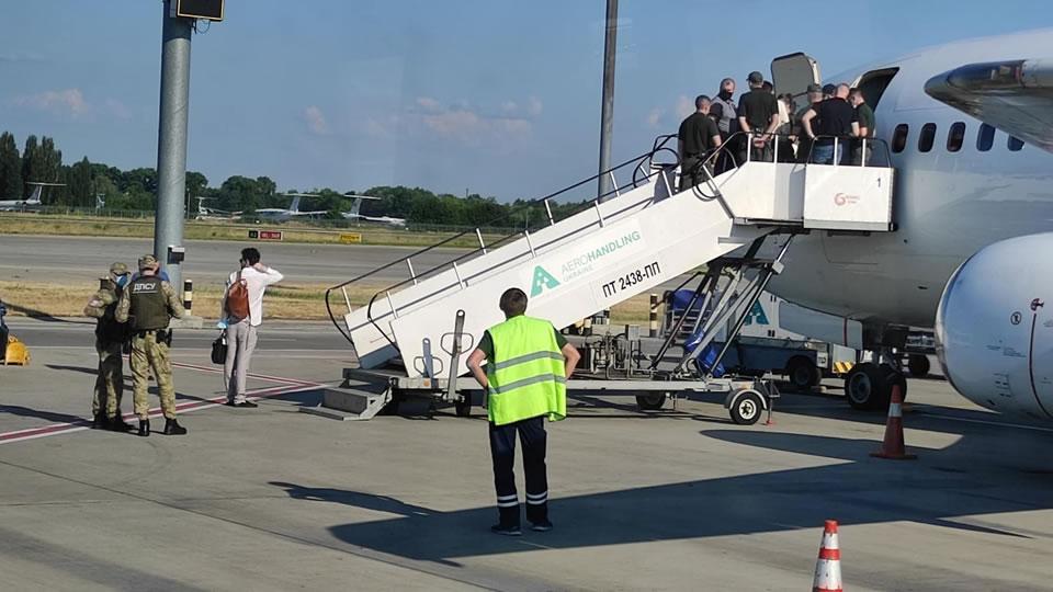 Рейс YanAir сорвали правоохранители