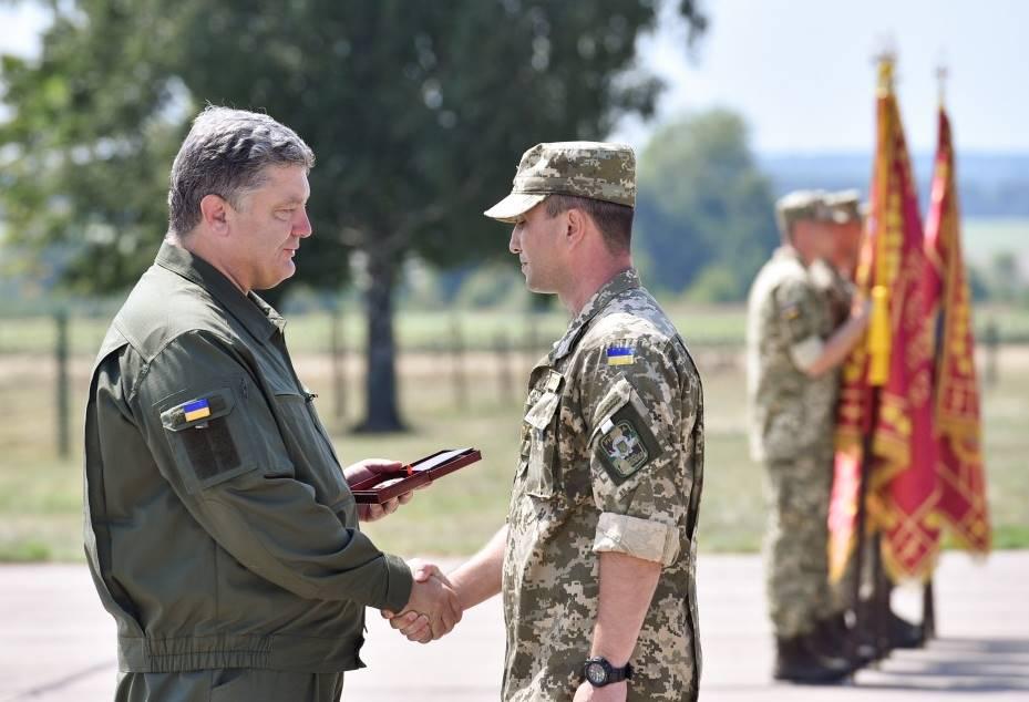 По случаю Дня Воздушных Сил Президент наградил военных летчиков