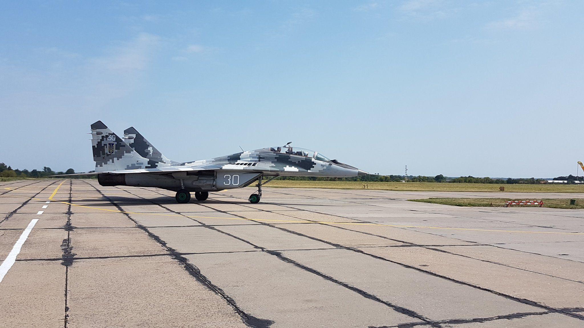 В День Воздушных Сил Порошенко совершил полет на истребителе МиГ-29