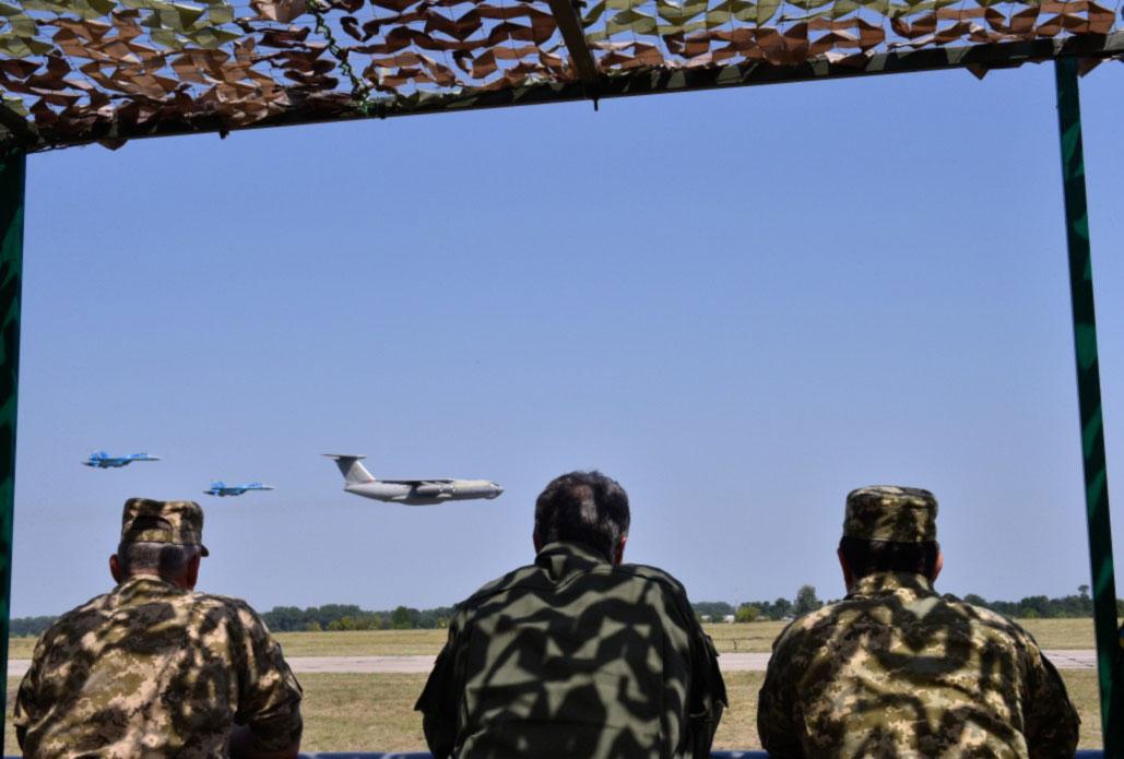 Именно от вас во многом  зависит будет ли мирным небо над Украиной - Президент поздравил  с Днем Воздушных Сил