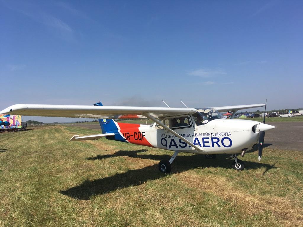 В Коломые пятый раз состоялись показательные полеты малой авиации. Видео.