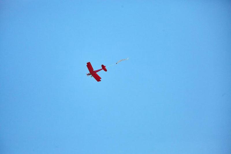 Дуэли высшего пилотажа. Что такое бои на кордовых самолётах и где посмотреть самое яркое авиашоу осени?