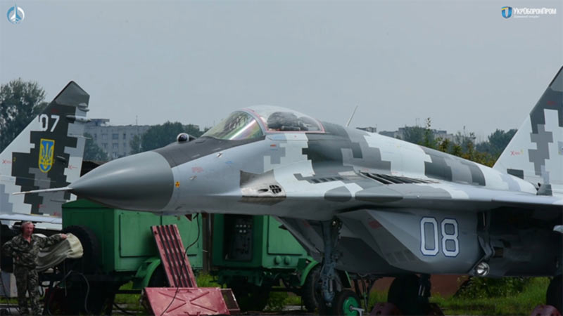 """""""ЛГАРЗ"""" передал украинским летчикам два модернизированных истребителя Миг-29МУ1"""