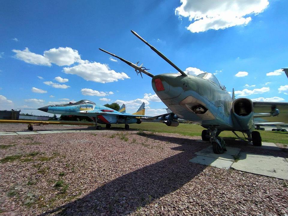 МиГ-29 занял свое новое место в экспозиции Государственного авиамузея