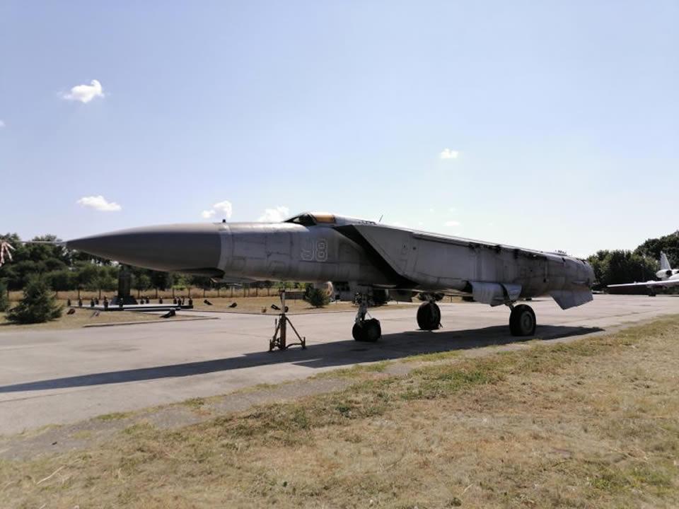 Экспозицию Полтавского авиамузея пополнил МиГ-25ПДС