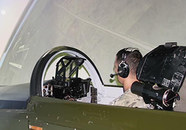 Виртуальные бои на тренажере, или Чему учат авиационных специалистов в специализированном центре в Николаеве