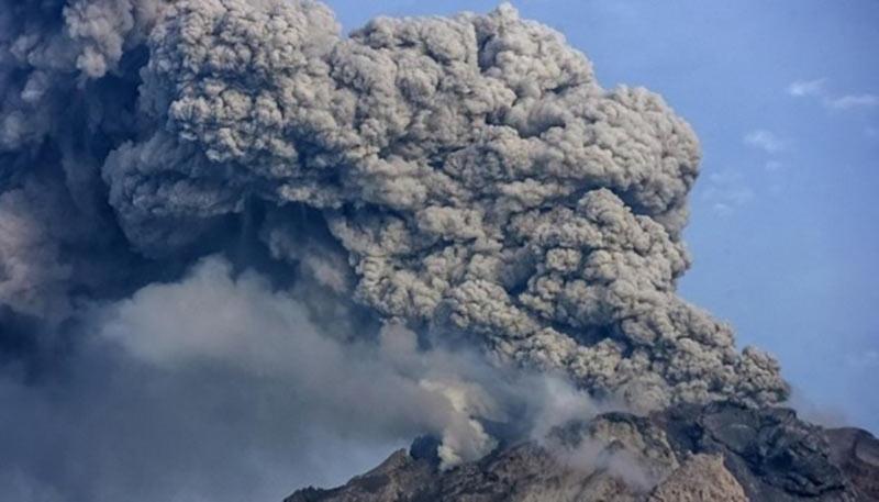 Авиадиспетчер погиб, спасая самолет во время землетрясения в Индонезии